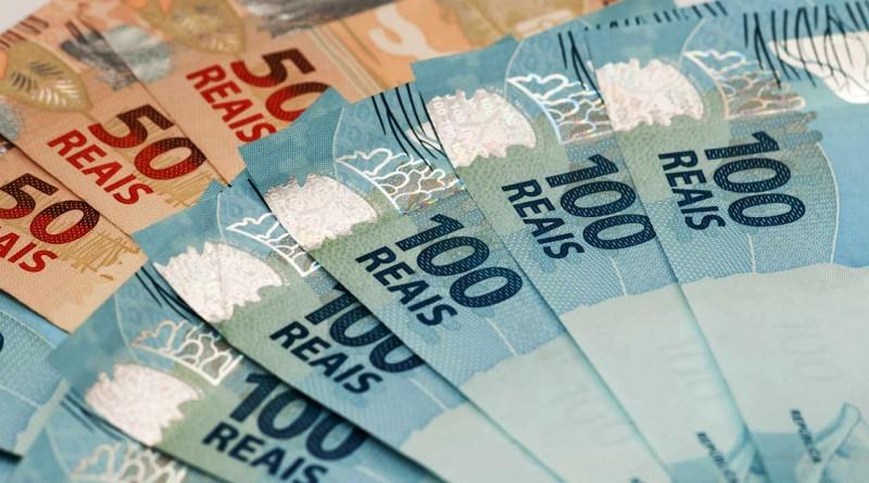 Cresce número de pessoas que pretendem usar 13º para pagar dívidas